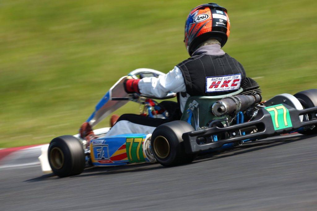 レーシングカートのクラッシュで腰椎破裂骨折